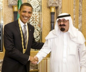 U.S. President Barack Obama (L) with a gift he received from Saudi Arabia's King Abdullah during a meeting at the king's farm outside Riyadh June 3, 2009.    REUTERS/Larry Downing (SAUDI ARABIA POLITICS ROYALS)