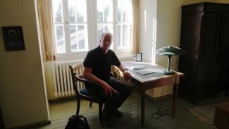 Andrew Corbett at Dietrich Bonhoeffer's writing desk in his family home